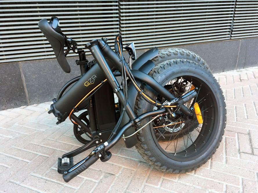 Taitettuna pyörä mahtuu vaikkapa asuntoauton tavaratilaan.