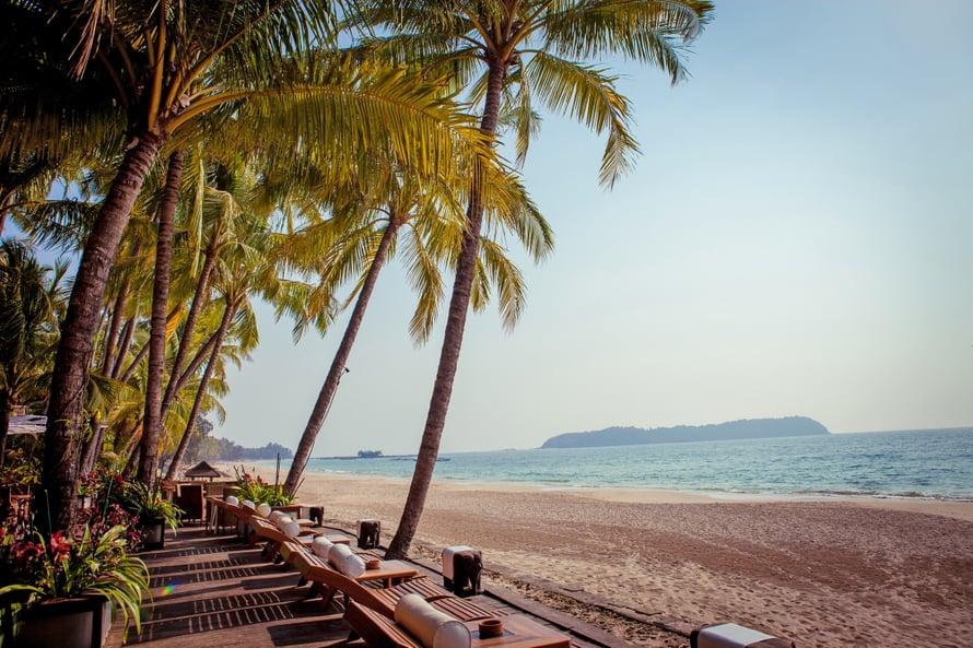 Ngapalissa eivät pörrää vesiskootterit. Kilometrien pituisella rannalla on aina tilaa.