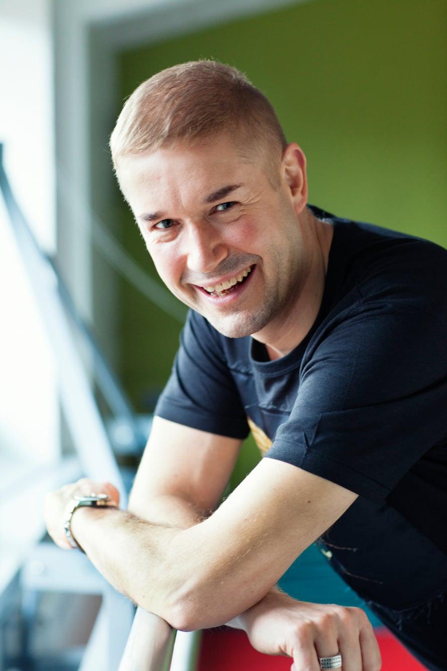 Marco Bjurström, 50, on tanssinopettaja, ohjaaja ja viestintäkouluttaja. Hän on parisuhteessa.