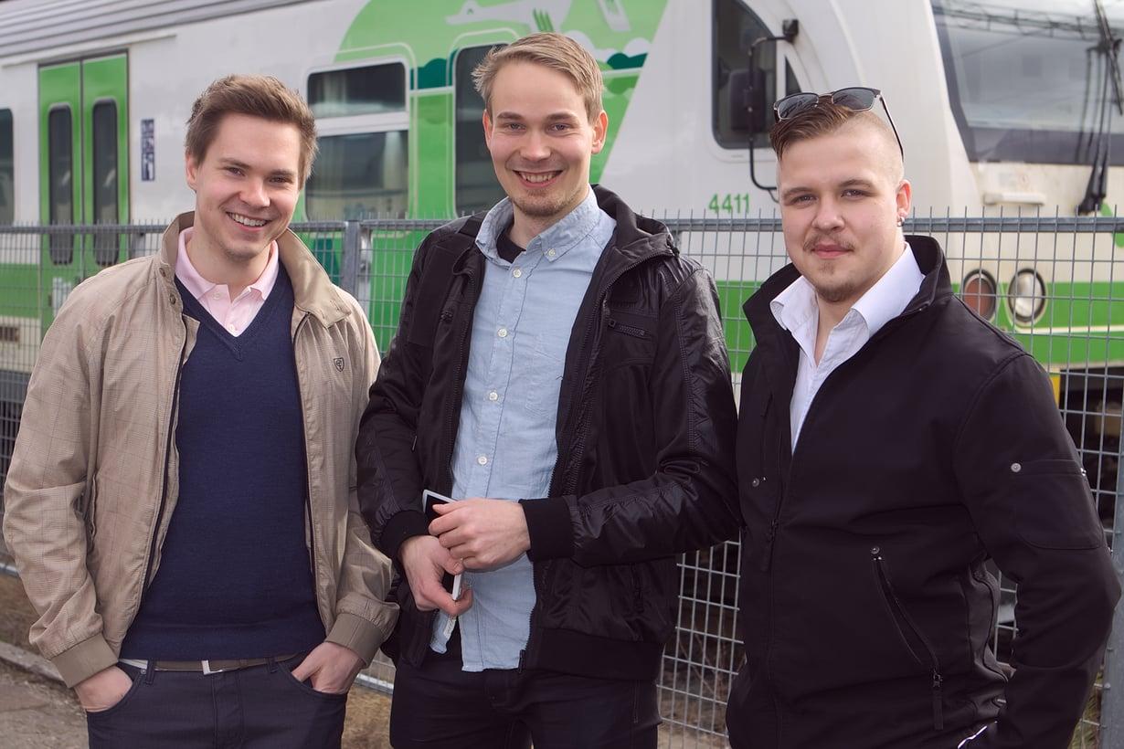 Matkakeisari.fi-sivuston kehittäjät Petteri Aho, Jari Laari ja Sami-Pekka Muttonen. Kuvasta puuttuu Markus Laukkanen.