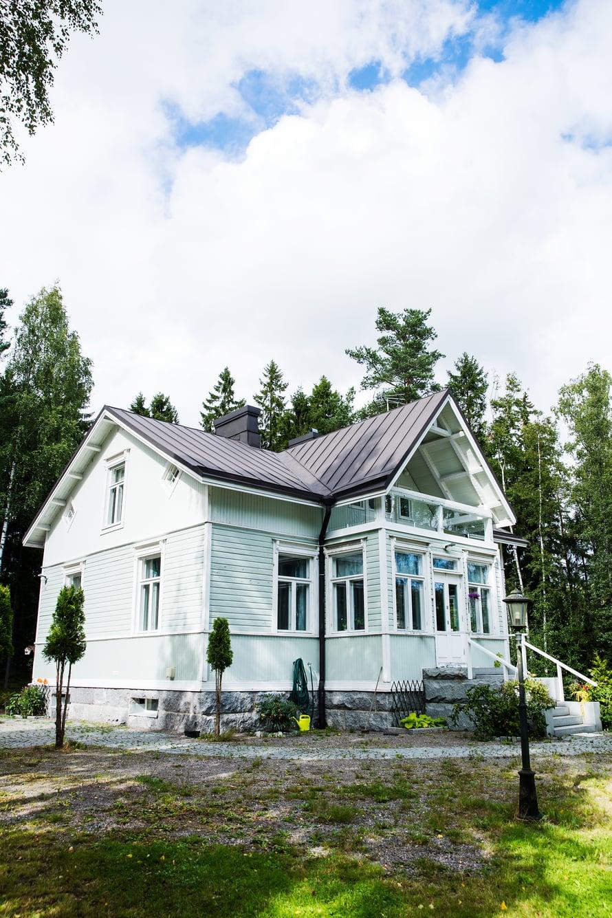 Talo siirrettiin hirsi hirreltä nykypaikalleen kymmenen vuotta sitten.