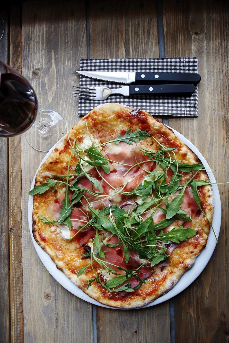 Pub Niskassa syödään Strömsö-kokki Micke Björklundin kehittämiä pizzoja.