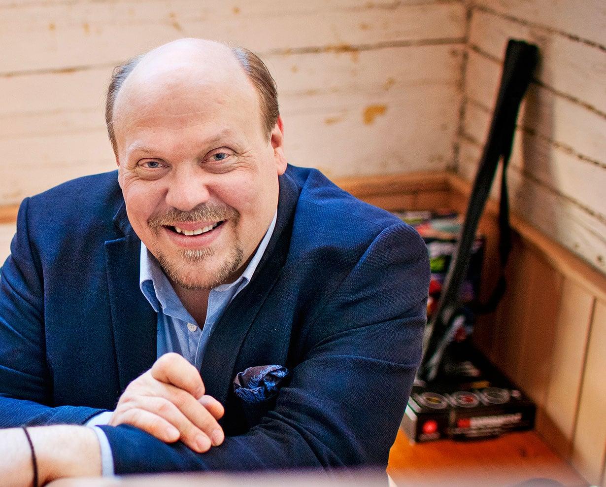 – Toivon, että voisin kirjoittaa pidempiä jaksoja ulkomailla. Suomen talvet ovat alkaneet käydä aika raskaiksi, Hannu-Pekka Björkman miettii.