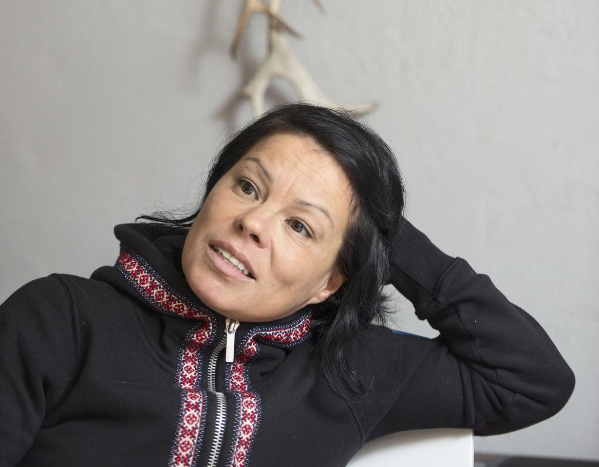 """""""Mus lea sáme siellu"""" eli """"sieluni on saamelainen"""", sanoo muusikko Ursula Länsman. Siksi hän palasi Helsingin vuosien jälkeen kotiseudulleen Inariin."""