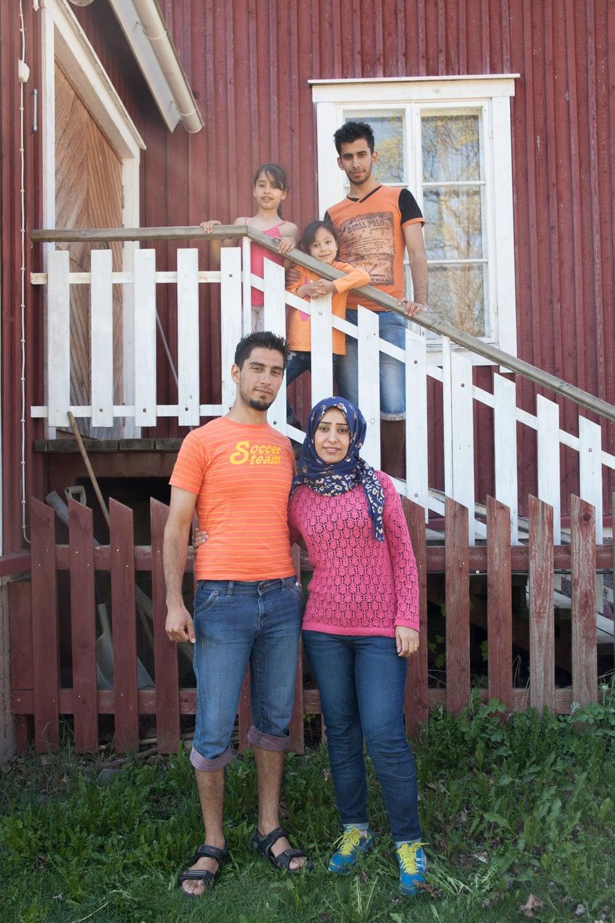 Abeer ja Ibrahim Aldleme lapsineen ovat kotiutuneet pikkukylään.