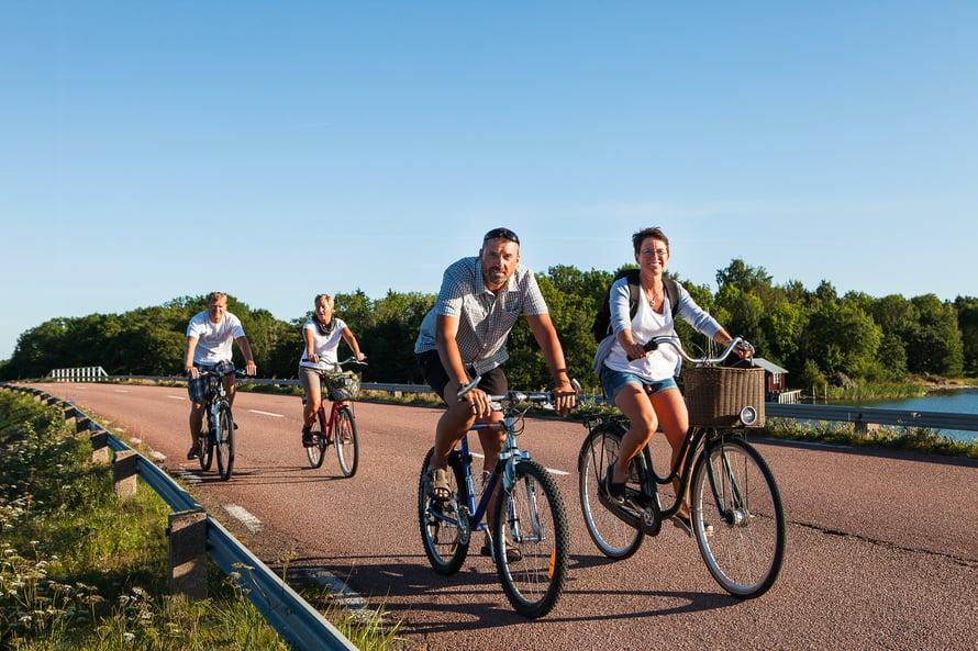 Ahvenanmaalla kannattaa hypätä pyörän selkään.