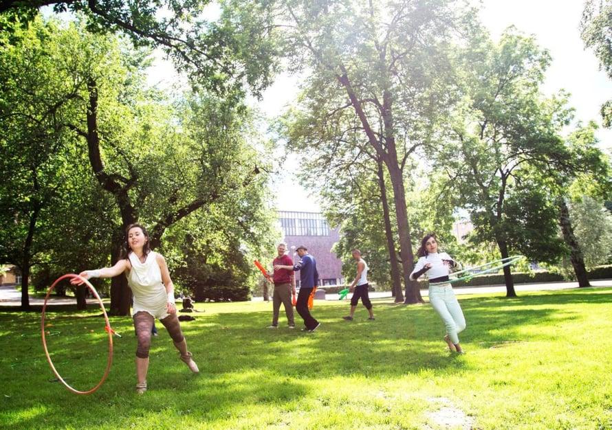 Kaisaniemen puisto on suosittu piknik- ja tapahtumapaikka.