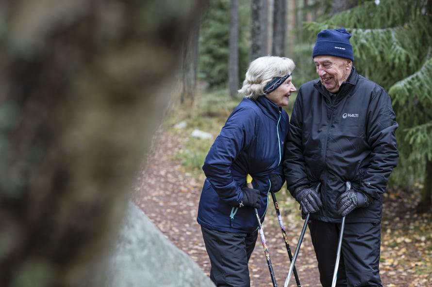 """Läheisyys Erkinkanssa on helppoaja luonnollista. """"Erkin kanssa nauran niin kuin en koskaan ennen"""",Toinisanoo."""