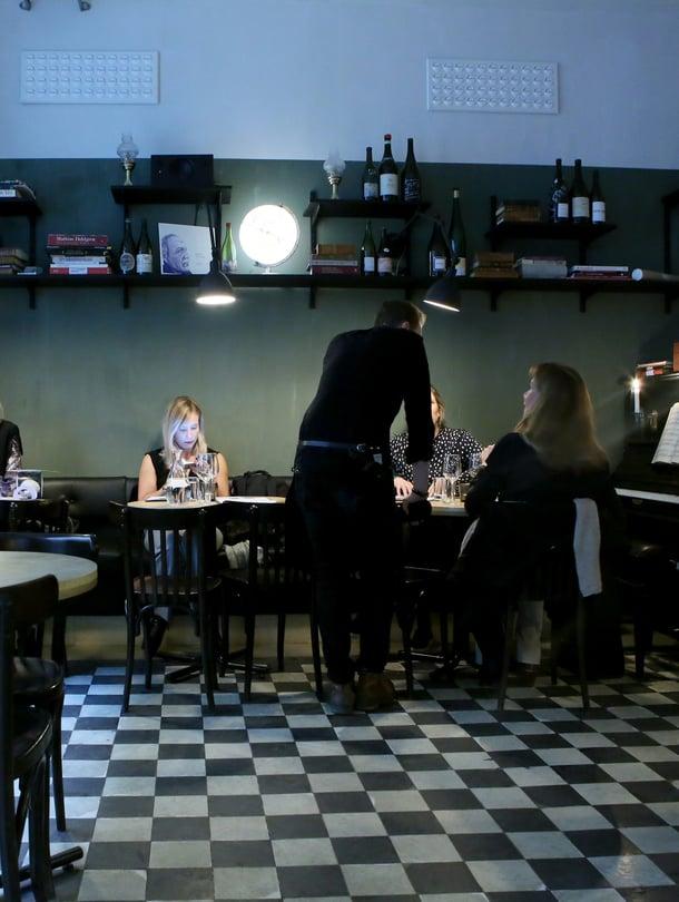 Viinibaari Tyge & Sessil on tähtikokki Niklas Ekstedtin uusi aluevaltaus Östermalmilla.
