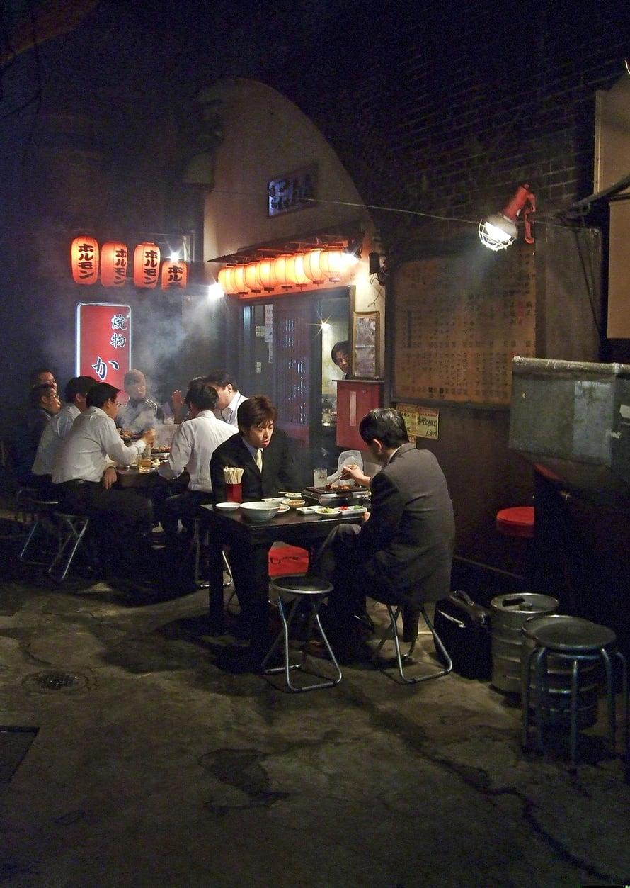 Tokion nuudeli- ravintolat ovat  rentoja ja edullisia kansanpaikkoja.