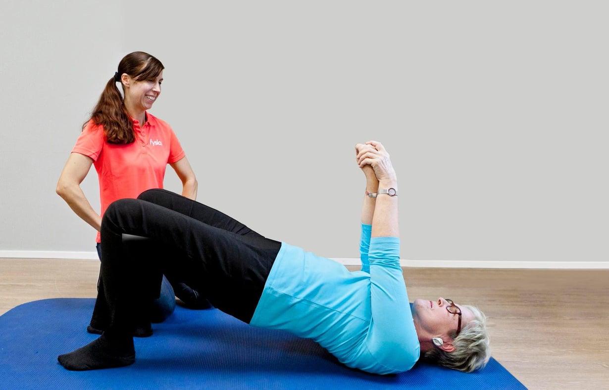Lihasvoimaa voi jumpata kotona matolla, jos kuntosali on kaukana tai se ei kiinnosta. Jos krempat vaivaavat tai haittaavat liikkumista, voi olla hyvä idea kääntyä fysioterapeutin puoleen. Hän neuvoo sinulle parhaat liikkeet.