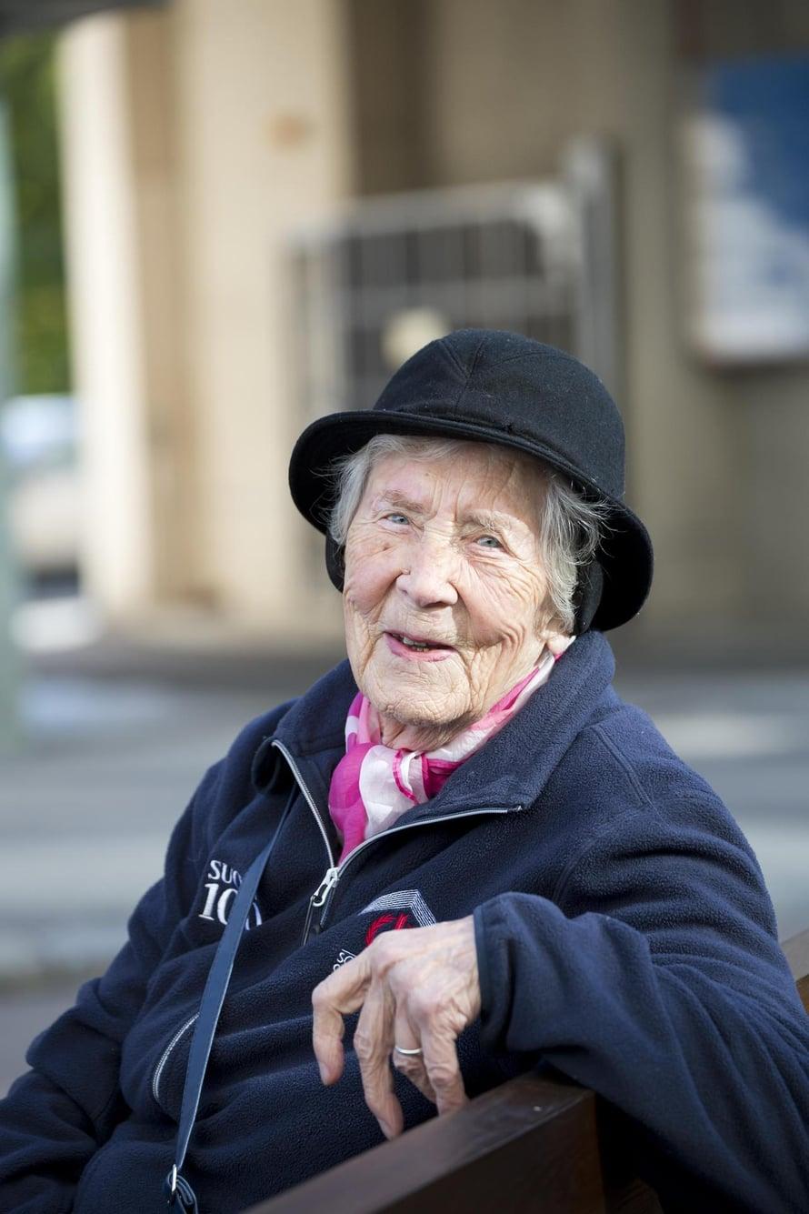 Kun ikää tulee, tärkeintä on järjestää joka päiväksi tekemistä, Elli Pöyhönen sanoo.