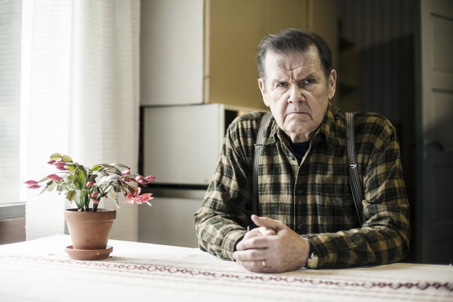 Kyllä ei ollut ennen niin huonosti kuin nyt. Mielensäpahoittaja tietää, että vanhuus ei tule yksin. © Solar Films / Marek Sabogal