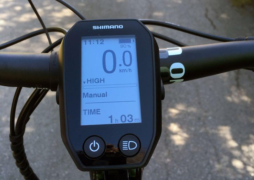 Ohjauspaneeli kertoo nopeuden, akun varauksen ja sähkömoottorin avustustason.