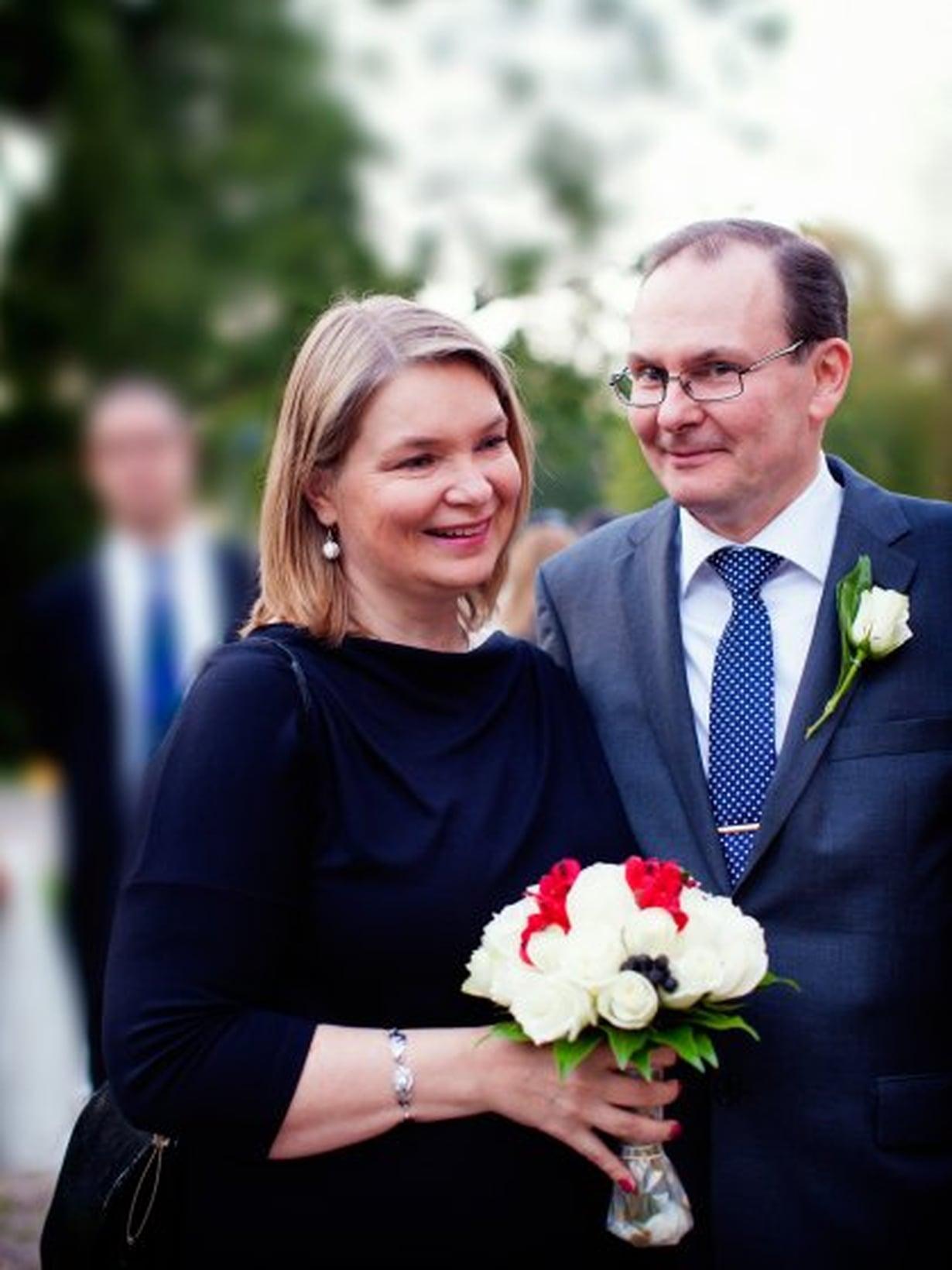 Tomi Lindgren ja Susanna Mäkinen sanoivat tahdon keskellä yötä.