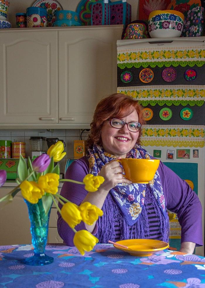 Jaana aloitti keittiön värimaailman uudistuksen keltaisesta.