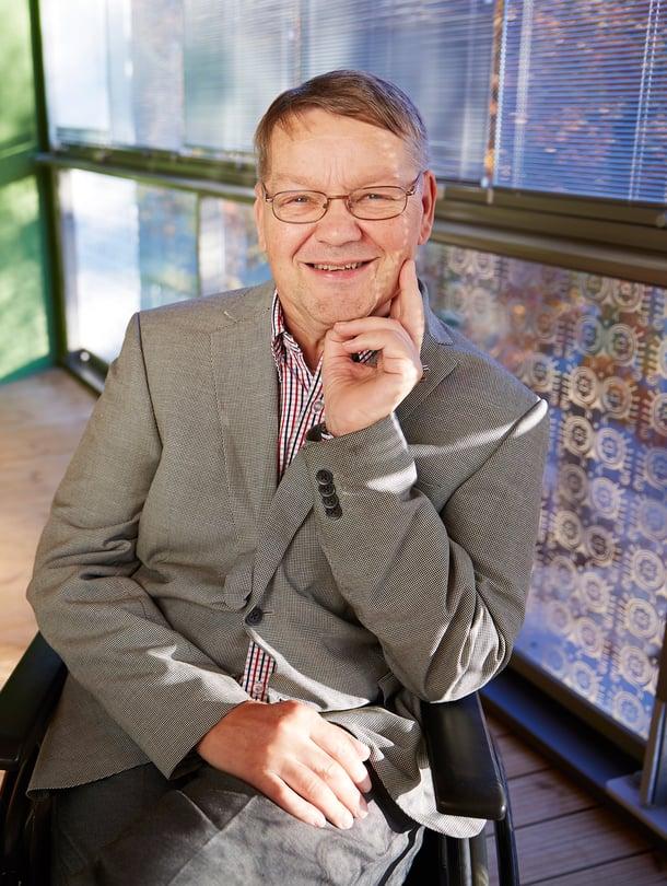 Vuonna 1955 syntynyt Reijo Saunamäki on tekstiilien puhdistus- ja suoja-aineisiin erikoistuneen Soft Protectorin toimitusjohtaja.