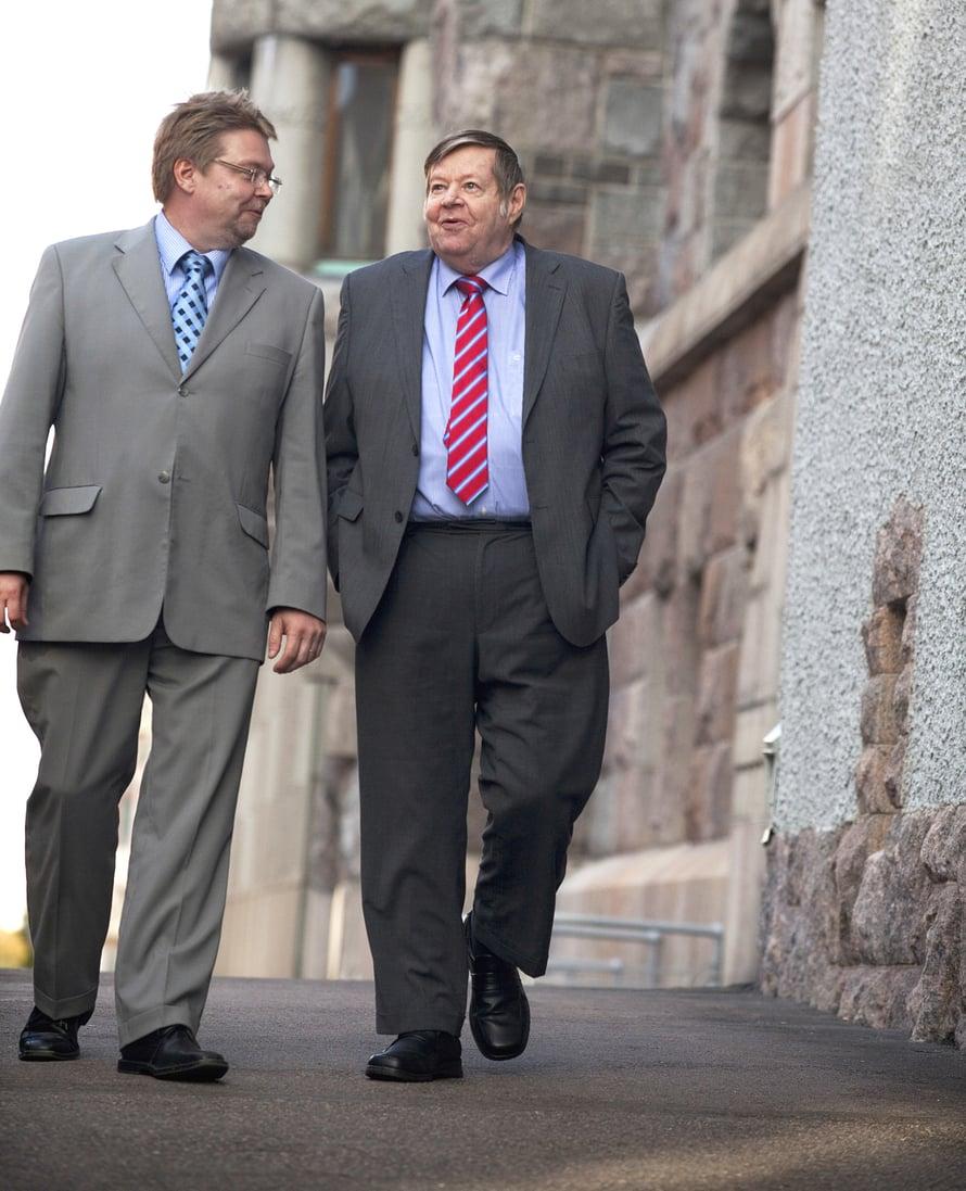 """""""Kun liikumme yhdessä,isänmieleenpalautuujatkuvastivanhojaasioita.Nytkinhänmuisti,ettäoliennenmahtavaleipuri"""",Petterihymähtää."""