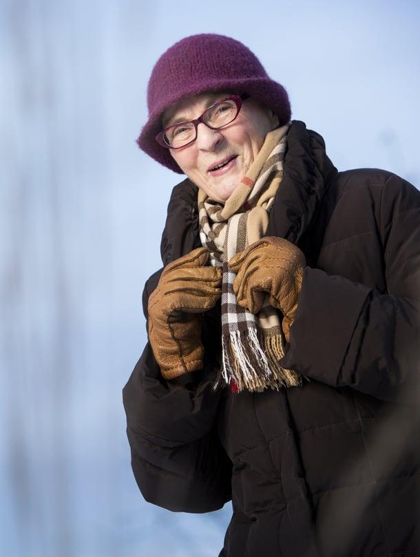 Marja-Liisa Metso on syntynyt vuonna 1941 Helsingissä. Hän harrastaa lukemista, ulkoilua sekä konserteissa ja näyttelyissä käymistä.