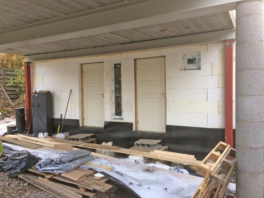 Raksaovet ovat paikoillaan ja talon saa jopa lukkoon.