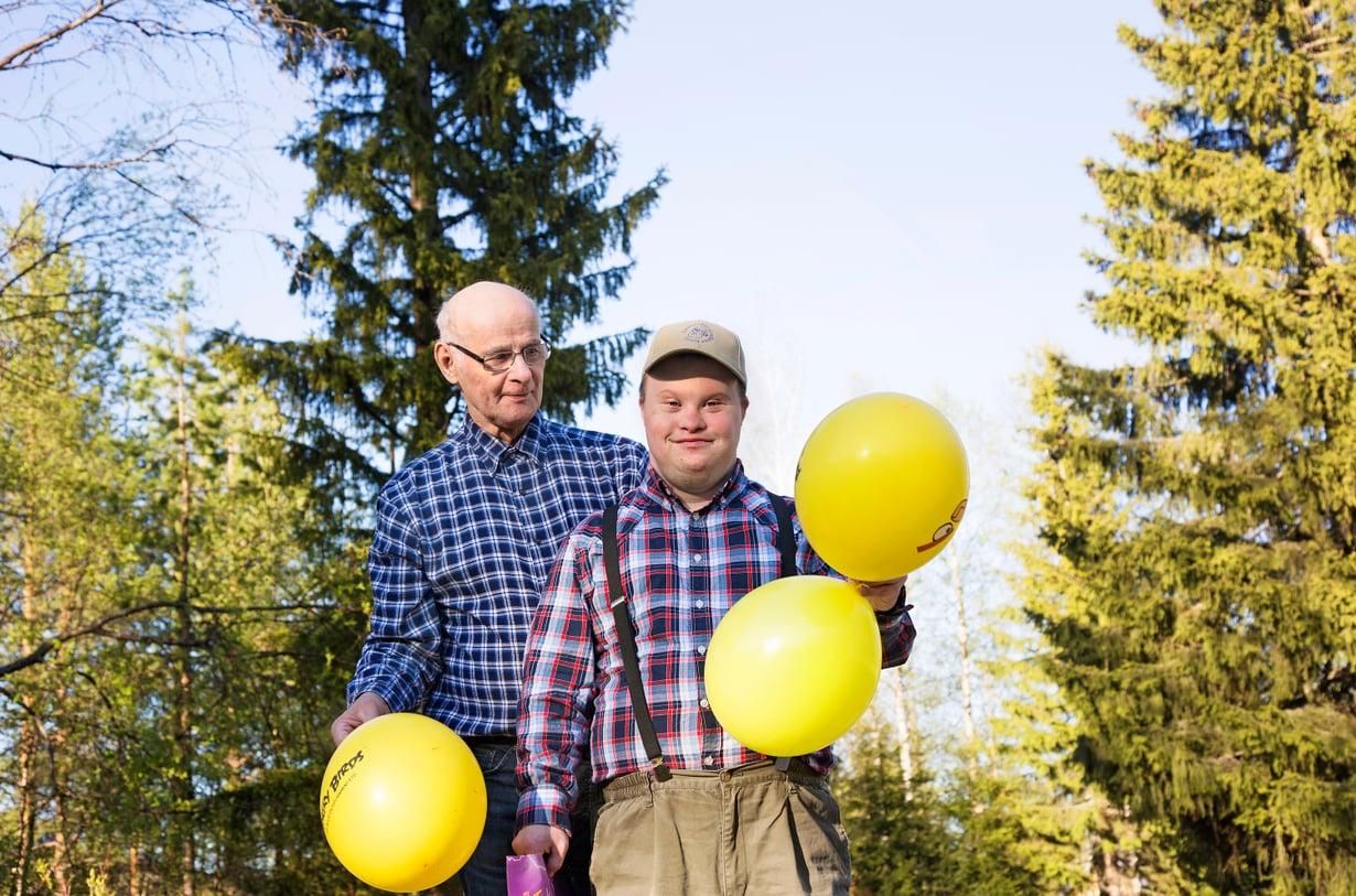 Pertti rakastaa ilmapalloja, muumeja ja enkeleitä.