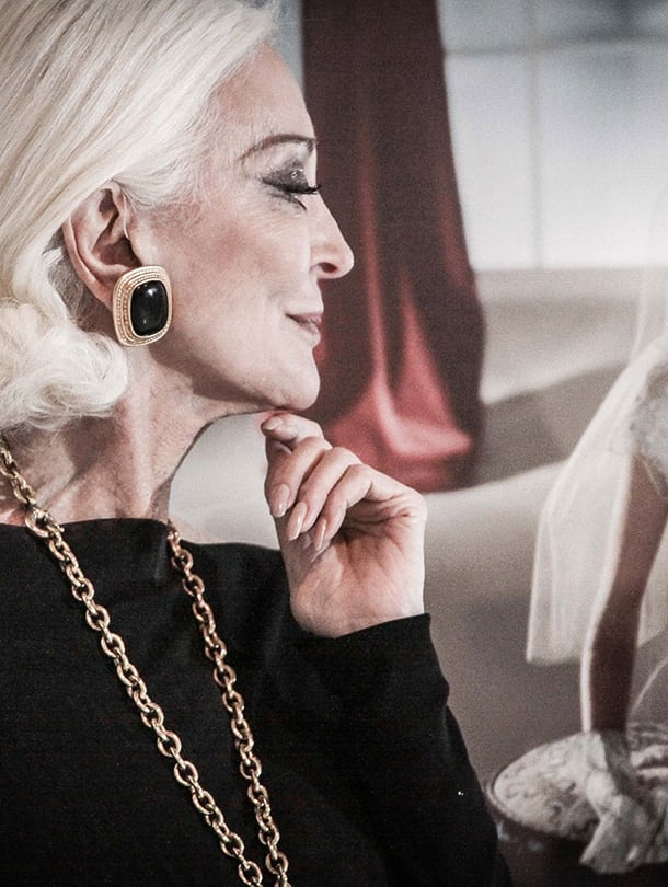 Carmen katsoo lempeästi ensimmäisiä, 1940-luvulla otettuja mallikuviaan.