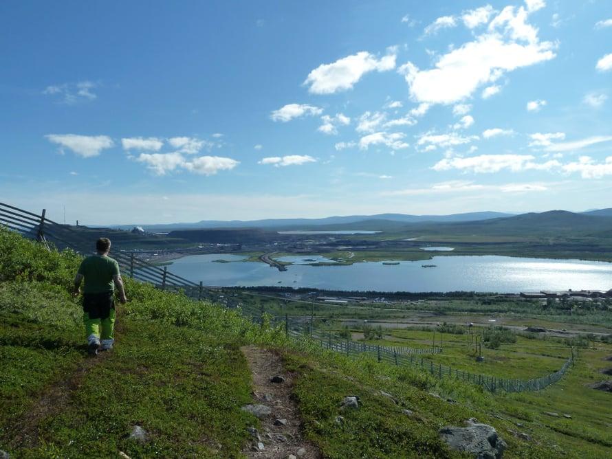 Kiirunan uusi keskusta rakennetaan Luossavaaran kupeeseen järven rantaan.