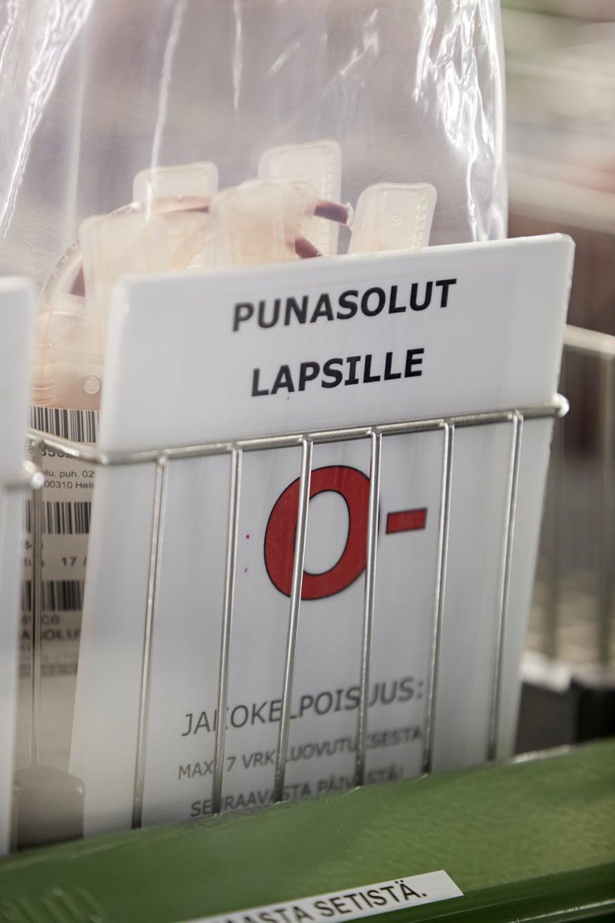 Valtaosa pienistä keskosista saa elämänsä alkutaipaleella apua verivalmisteista.