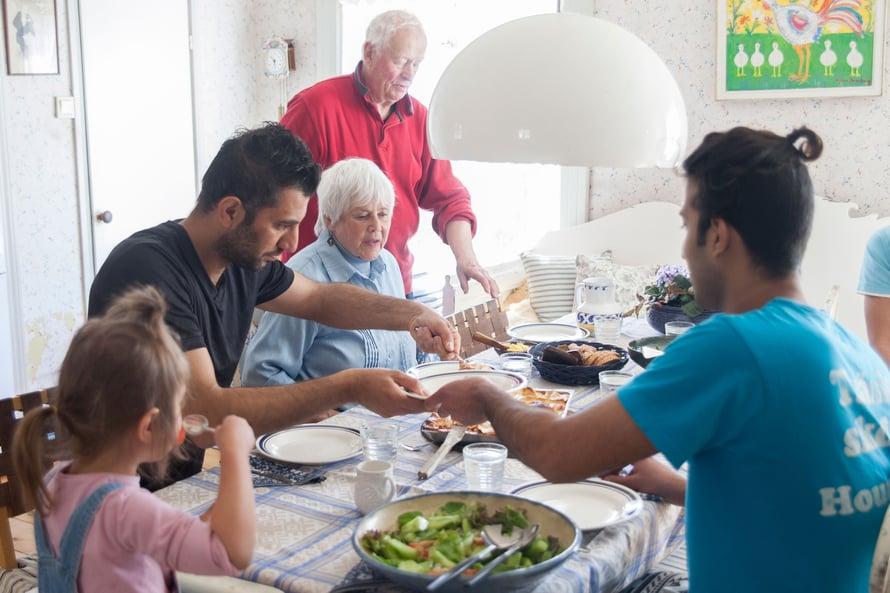 Talkoissa syödään välillä Monan ja Kajn kotona.
