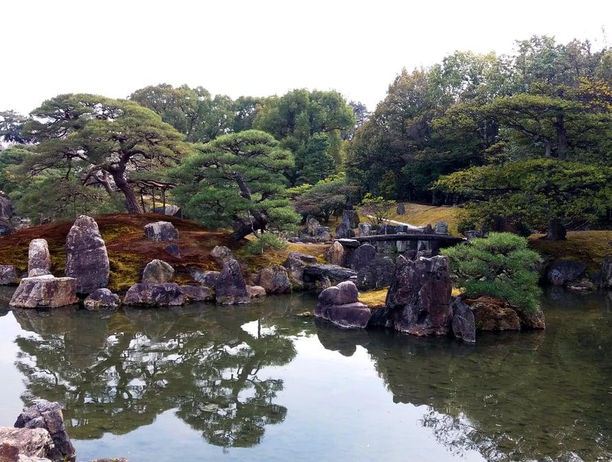 Nijo-linnan puutarha, Kioto.
