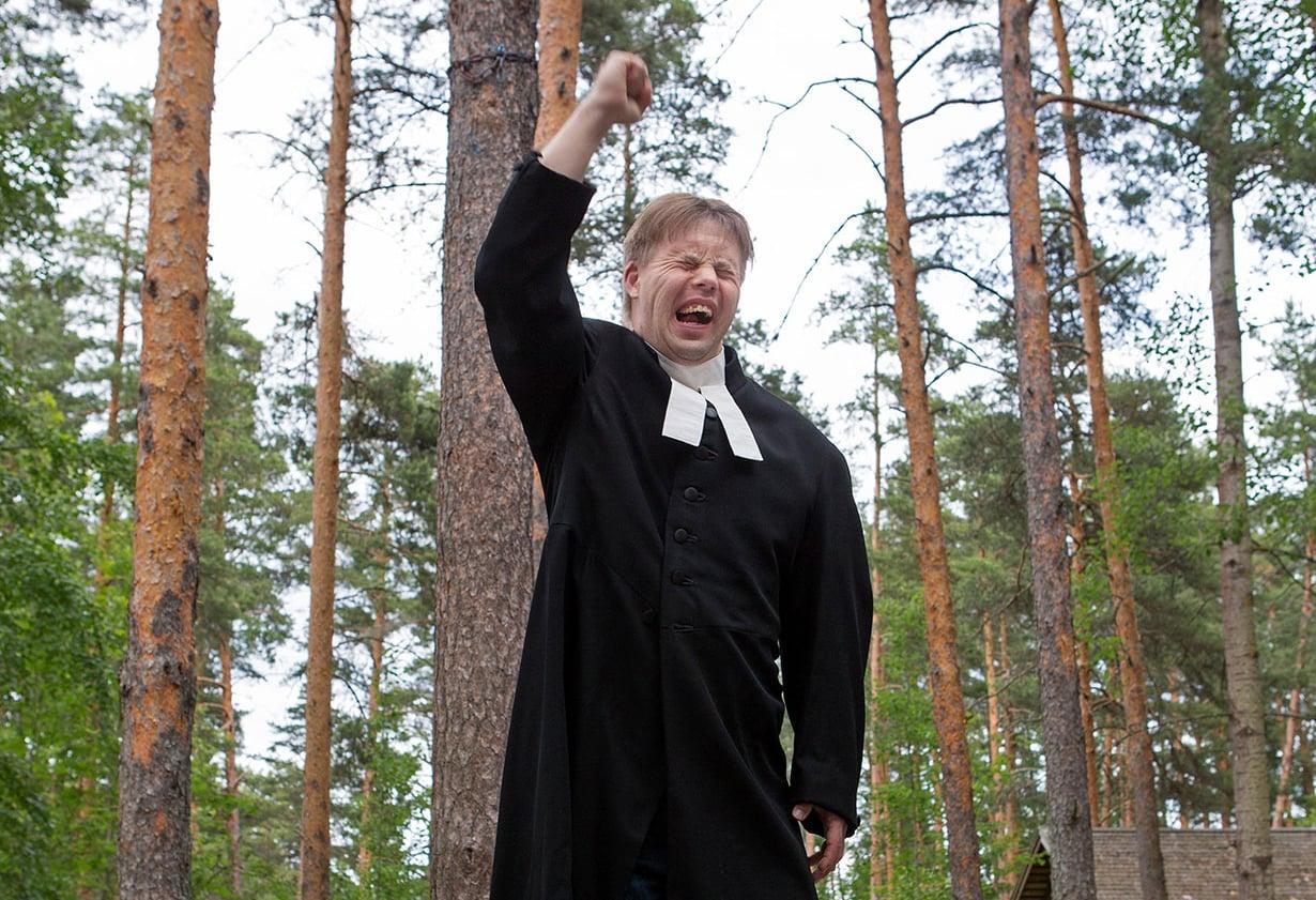 Nurmijärveläinen Janne Matilainen on syntynyt Helsingissä vuonna 1982. Hän harrastaa lumilautailua, lukemista, piirtämistä ja tarinoiden kirjoittamista.