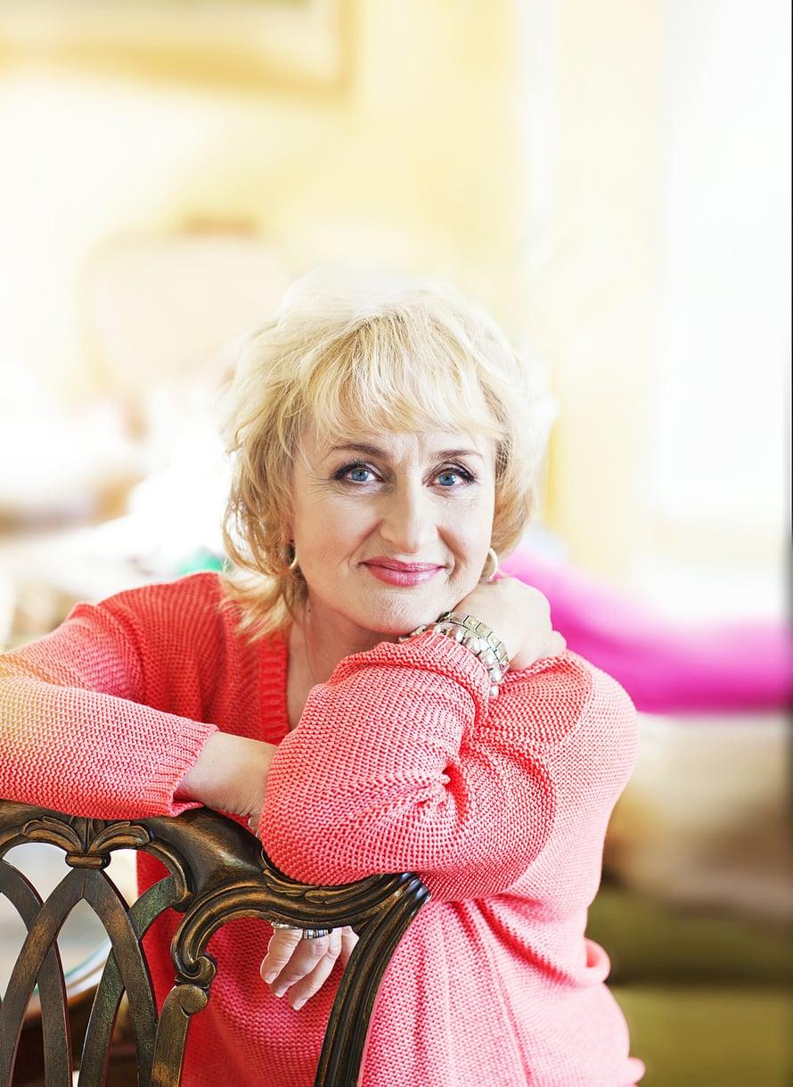"""""""Elämässä pitää olla iloa, naurua ja vakavuutta, muttei synkkyyttä"""", Ami Aspelund sanoo."""