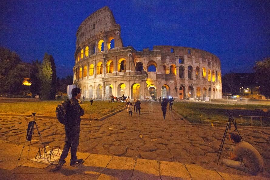 Colosseum on maailma suurin amfiteatteri.