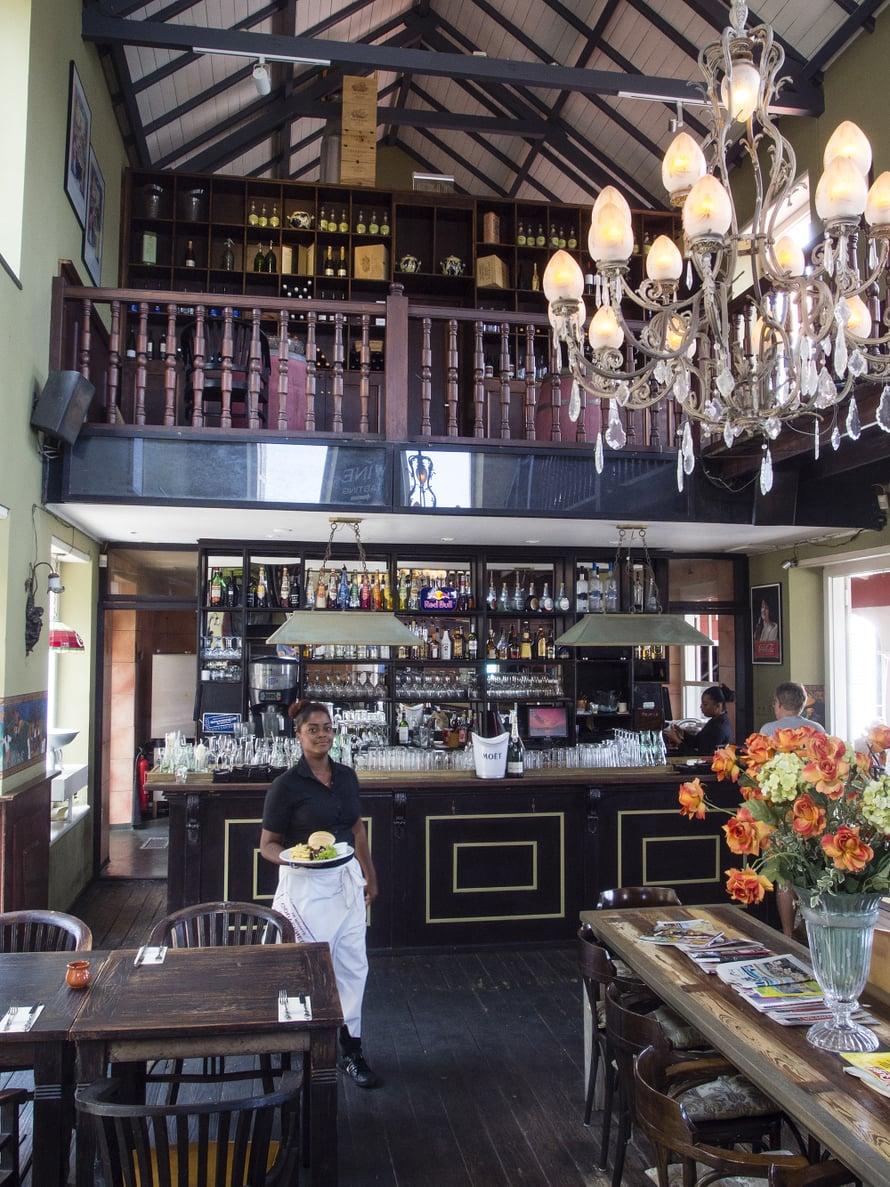 Ravintola Gouverneur on vanha kuvernöörin virka-asunto.