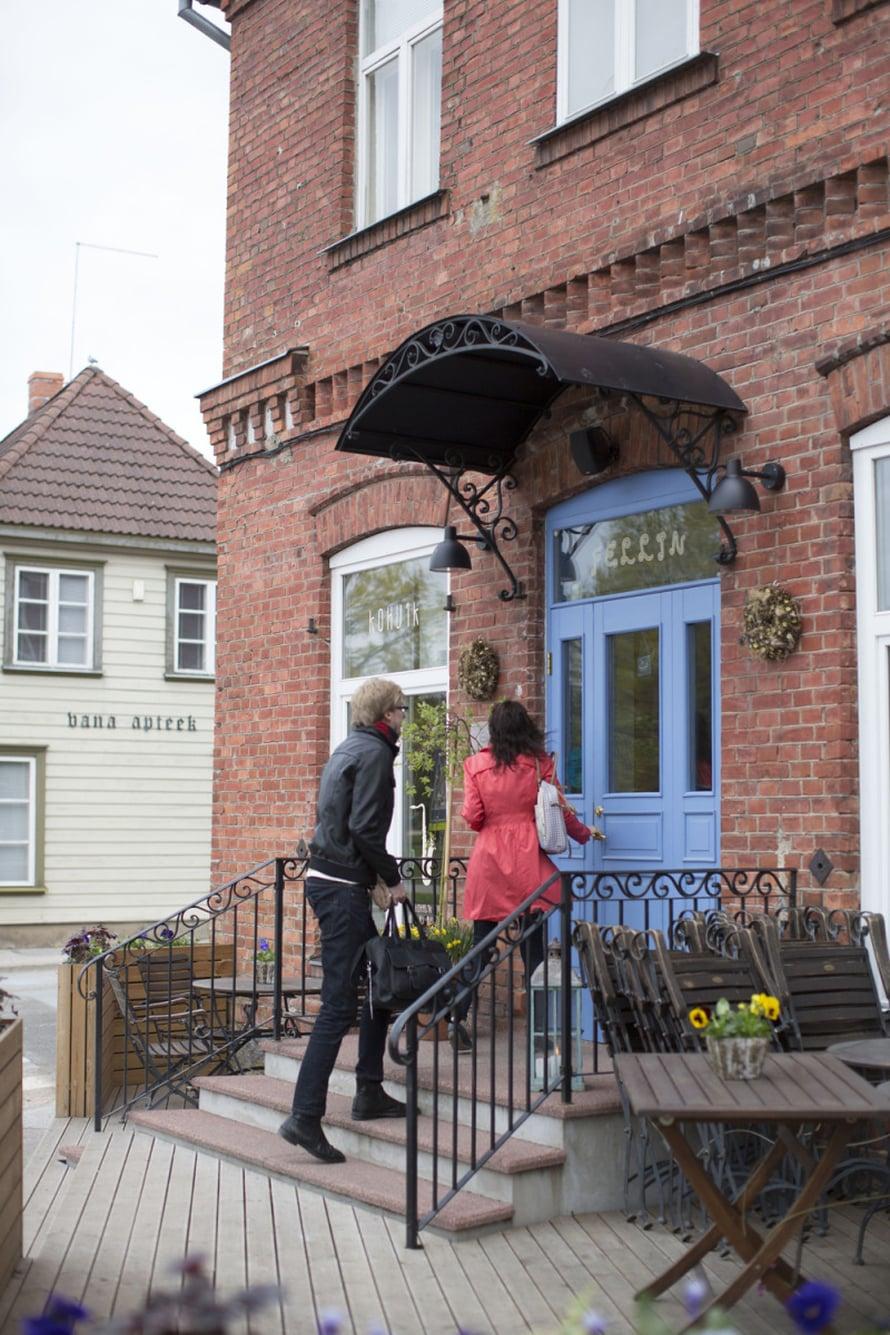 Kohvik Fellin on ihana kahvila-ravintola, jossa on ruokaa, leivonnaisia ja usein myös elävää musiikkia.