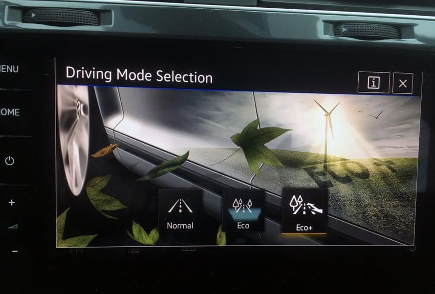 Ajoasetuksilla voi vaikuttaa moottoritehoon ja eniten sähköä kuluttavien laitteiden toimintaan.