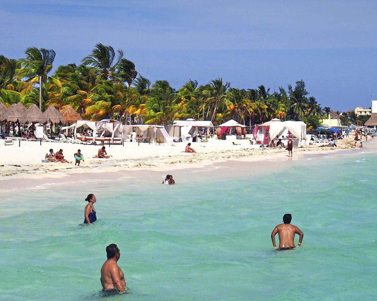 Turkoosi meri ja karibialainen tunnelma ovat Isla Mujeresin saaren valttikortteja.