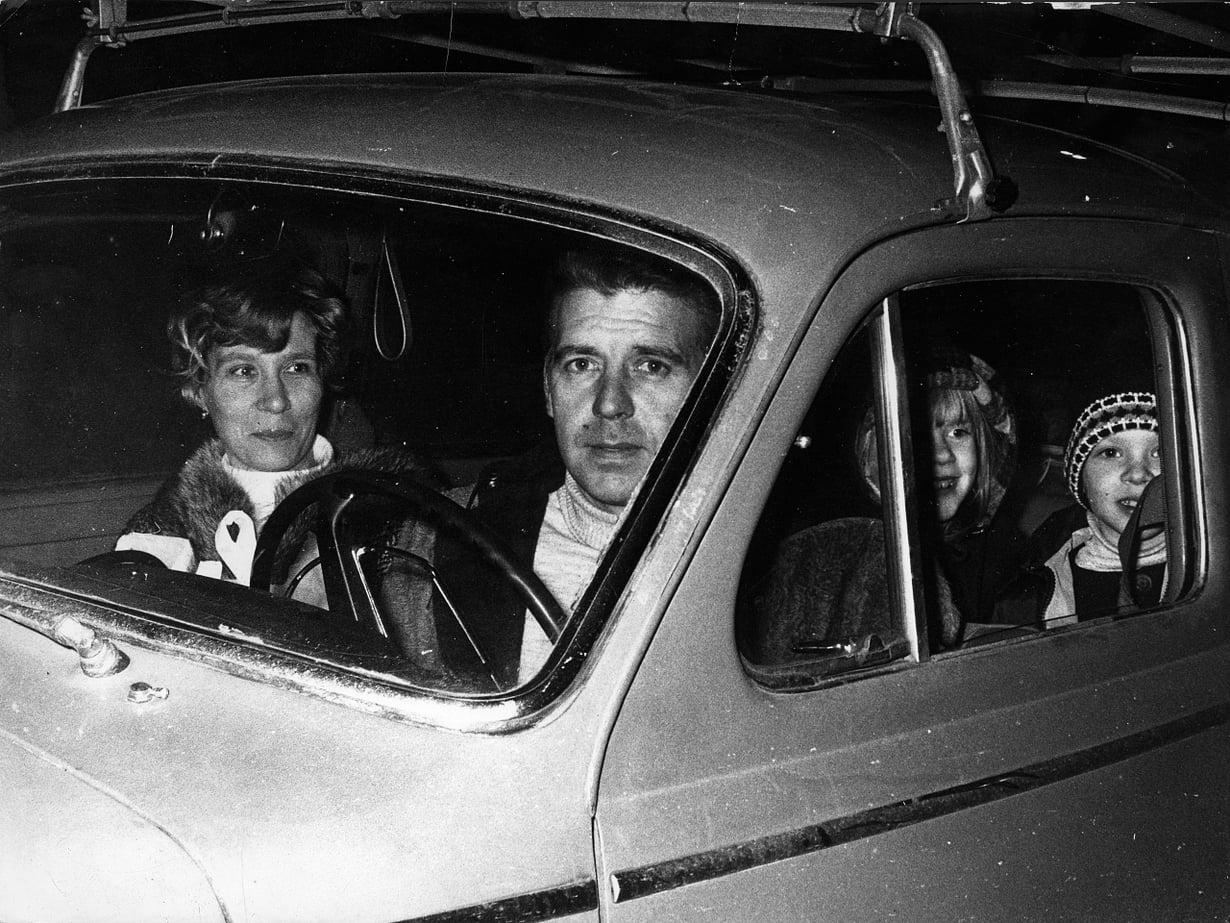Moni Ruotsiin muuttanut suomalainen sai töitä Göteborgin telakoilta. Kuvassa satamatyöläinen P. Utriainen perheineen vuonna 1967.