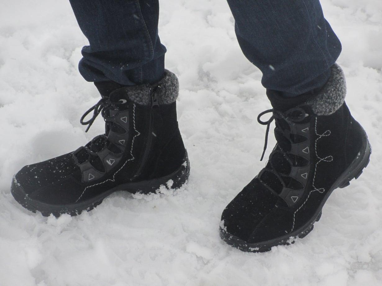 Sarvan nastakengät ovat hyvät ovat jalassa, lämpimät ja pohja pitää. Nyt en mene nurin muhkuraisilla lenkkipoluilla.