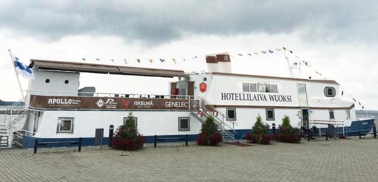 Näyttelijä Ismo Apellin perheen ylläpitämä Hotellilaiva Wuoksi sijaitsee Iisalmen matkustajasatamassa. Huoneita on joka kukkarolle. Kapteenin hytissä yöpyvä saa nauttia omasta ulkokannesta. Hinta: 2 hh alk. 59 e/vrk. wuoksi.fi