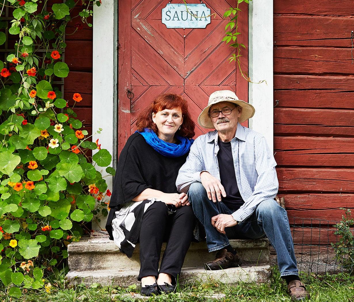 Vanhan talon kunnostus on ympäristotekö, tietävät kuvataiteilija Pentti Kokko ja myyntijohtaja Sari Mäkinen.