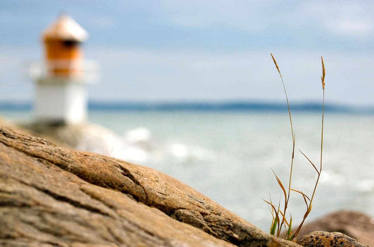 Pointe du Hoc Normandiassa on jyrkkä kallionkieleke 30 metrin korkeudessa merenpinnasta ja sieltä avautuu upea maisema Omaha Beachille.