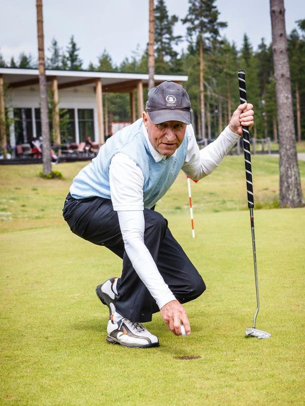 Vuonna 1947 syntynyt Raimo Juuti asuu Imatralla vaimonsa kanssa. Hänellä on kaksi lasta ja yksi lapsenlapsi.