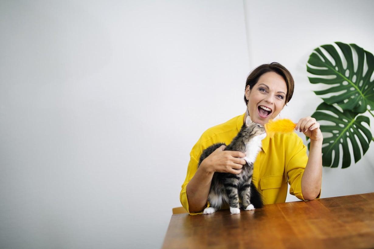 """Anna-LIisa Tilus otti kissan alkuvuodesta: """"Halusin välttää tyhjän sylin syndrooman, kun ei ole enää lapsia kotona."""""""