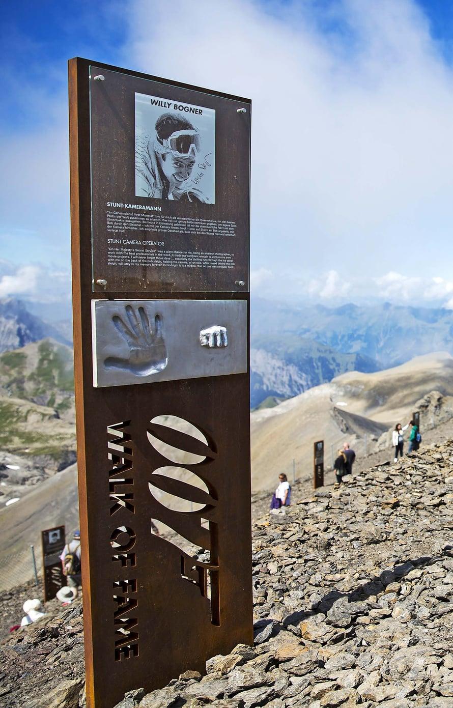 Schitthornin huipulla Sveitsissä kiertää tyylikäs James Bond -aiheinen polku.