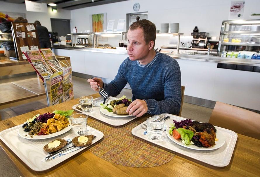 Patrik Borgin mukaan hyvin syöviä suomalaisia on syntisen vähän. Vain kymmenen prosenttia syö kasviksia suositellun määrän.