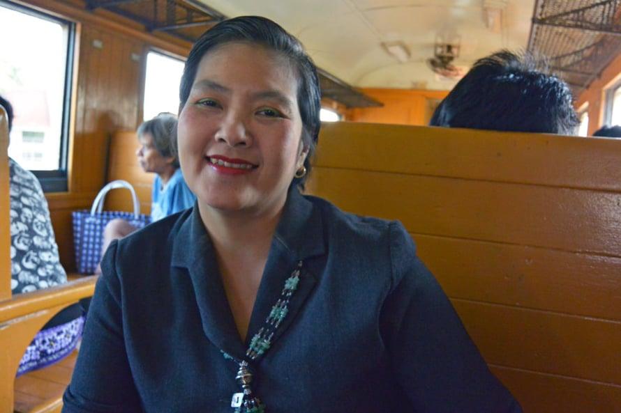 Junatuttu Krisana Chaipadung työskentelee sairaanhoitajana Thaimaan ilmavoimissa.