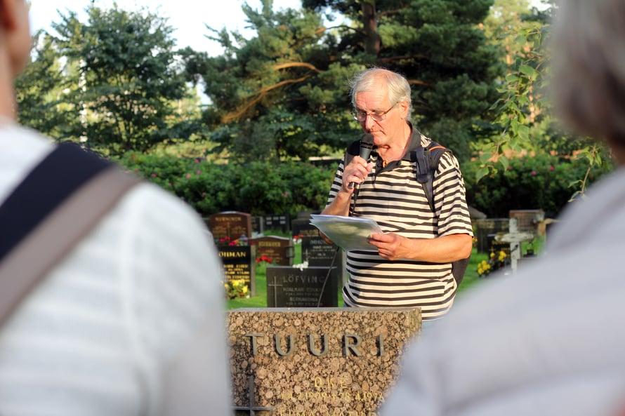 Laulujen kävely oli eläkkeellä olevan pappi Risto Alajan idea.