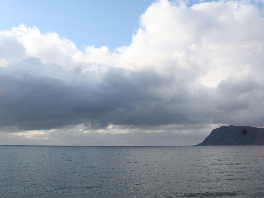 Saman päivän aikana sää vaihteli sateesta aurinkoon.