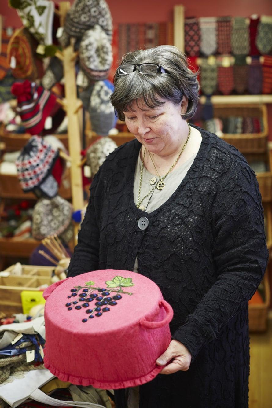 Viljandi käsitöökodassa on ihania lankoja ja perinteisiä virolaisia käsitöitä.